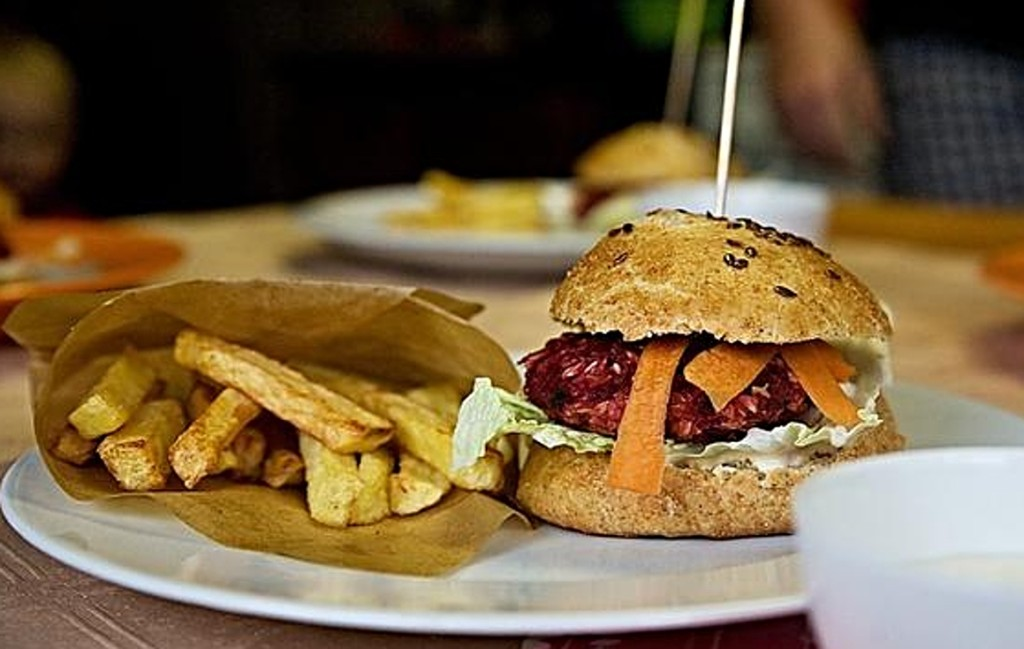domaci-hamburger-z-cervene-repy