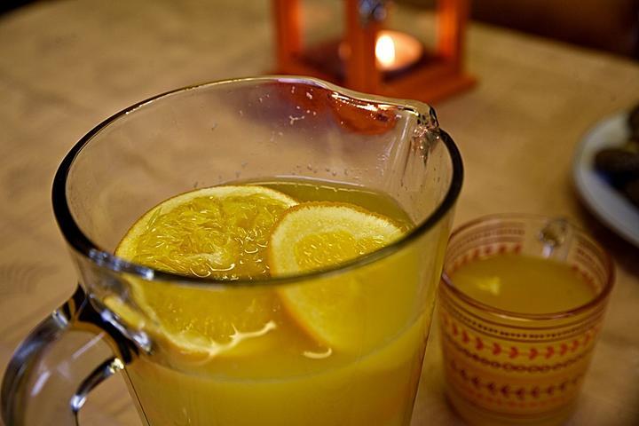 teply-pomerancovy-napoj