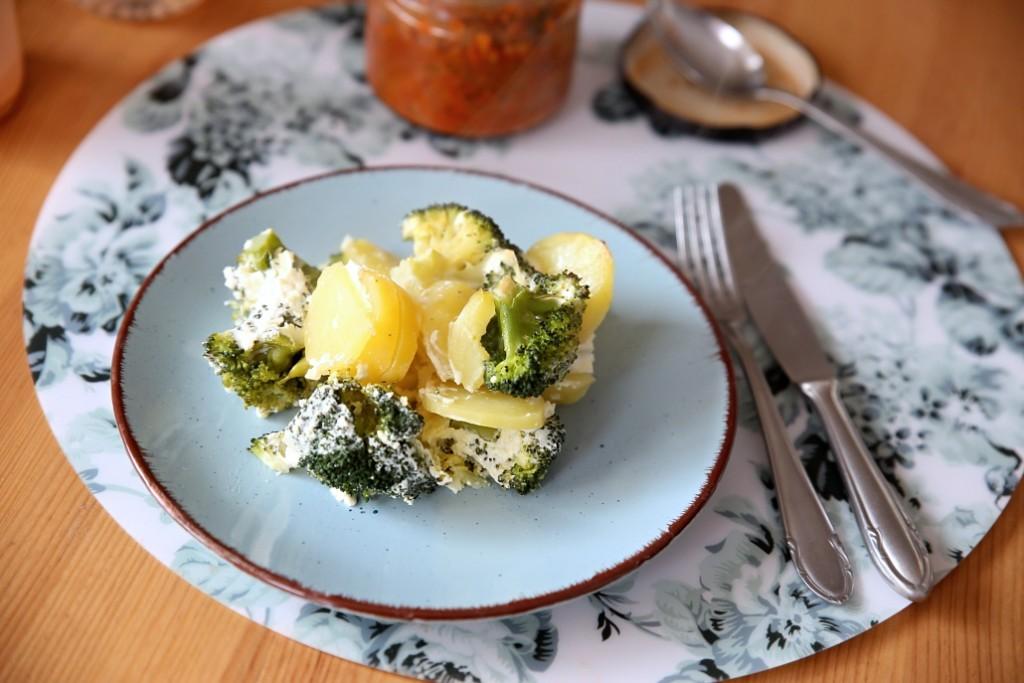zapecene-brambory-a-brokolice