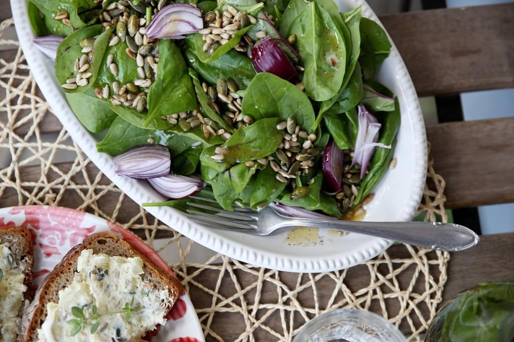 listovy-salat-se-zalivkou